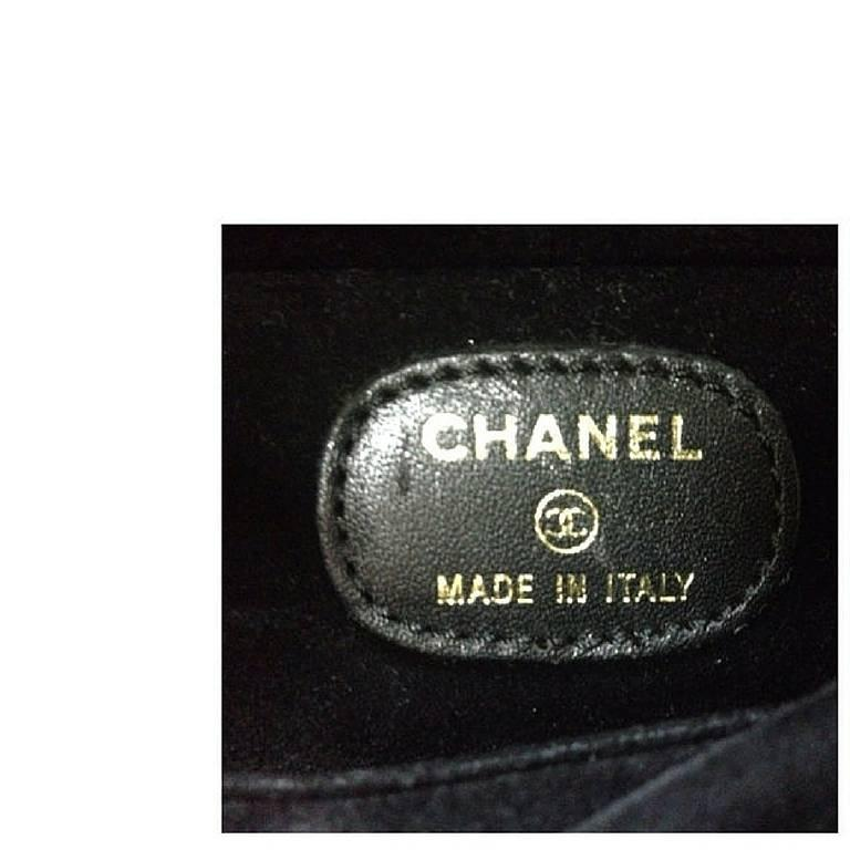 MINT. 90's Vintage CHANEL caviar travel and cosmetic case pouch, mini bag. For Sale 3