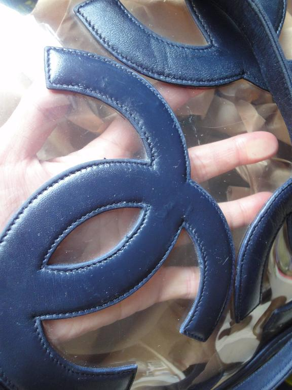 Vintage CHANEL clear vinyl and navy leather combination shoulder purse, tote  In Good Condition For Sale In Kashiwa, Chiba