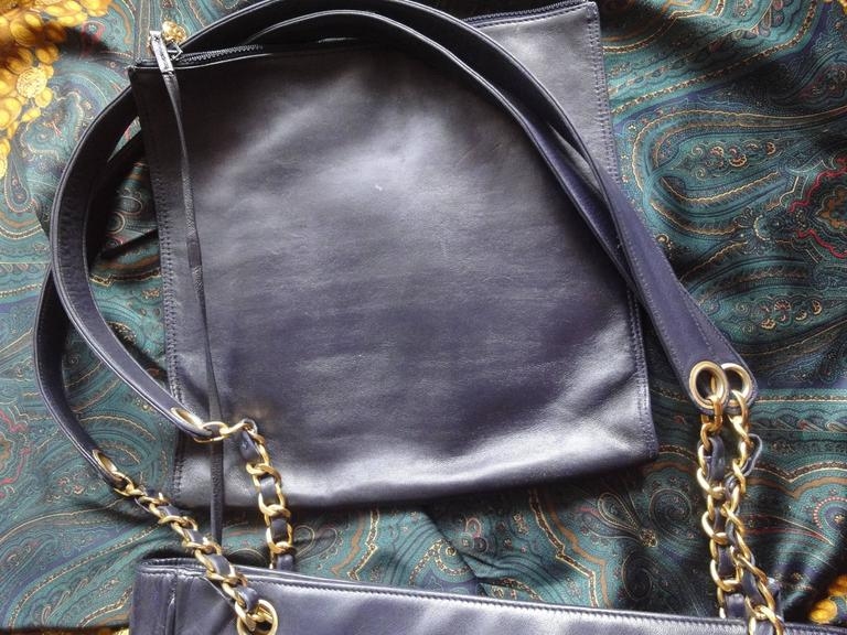 Vintage CHANEL clear vinyl and navy leather combination shoulder purse, tote  For Sale 4