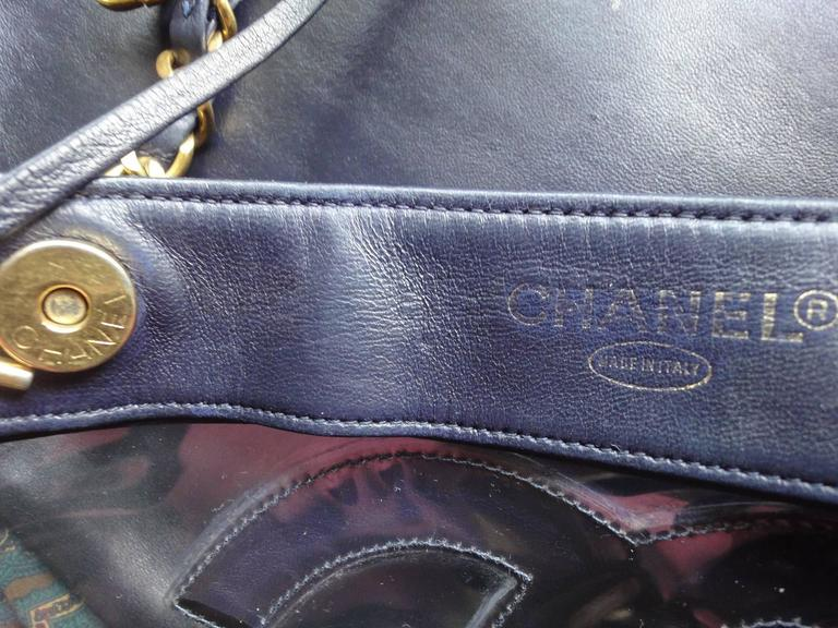 Vintage CHANEL clear vinyl and navy leather combination shoulder purse, tote  For Sale 2