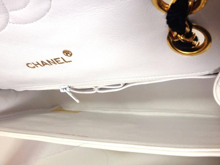 MINT. 80's rare vintage Chanel white 2.55 flap bag with navy rope and gold chain For Sale 3