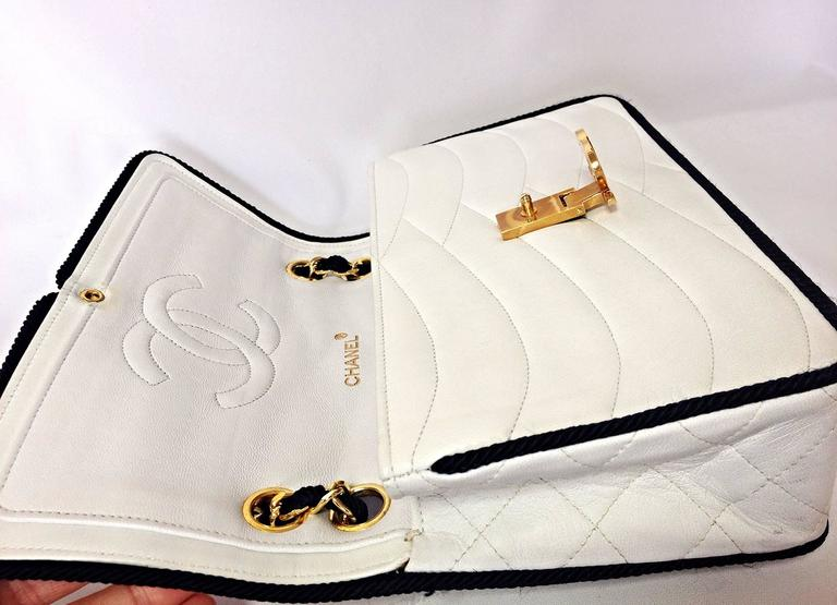 MINT. 80's rare vintage Chanel white 2.55 flap bag with navy rope and gold chain 4