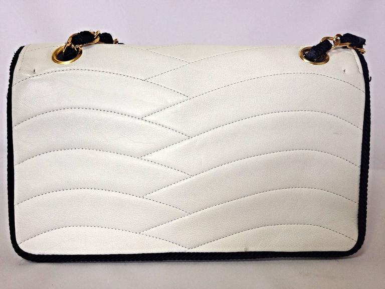 Gold MINT. 80's rare vintage Chanel white 2.55 flap bag with navy rope and gold chain For Sale