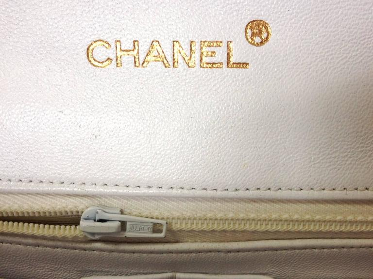 MINT. 80's rare vintage Chanel white 2.55 flap bag with navy rope and gold chain For Sale 2