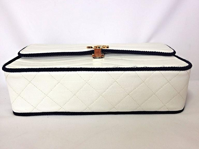 Women's MINT. 80's rare vintage Chanel white 2.55 flap bag with navy rope and gold chain For Sale