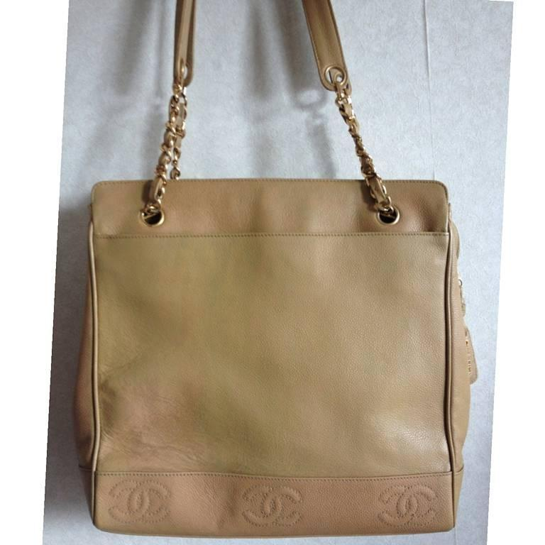 Vintage CHANEL brown beige caviar leather chain tote bag, shoulder purse with CC In Good Condition For Sale In Kashiwa, Chiba