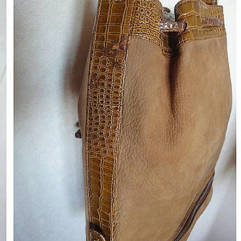 Vintage FENDI tan brown suede leather bucket shoulder hobo bag with Janus motif. 4