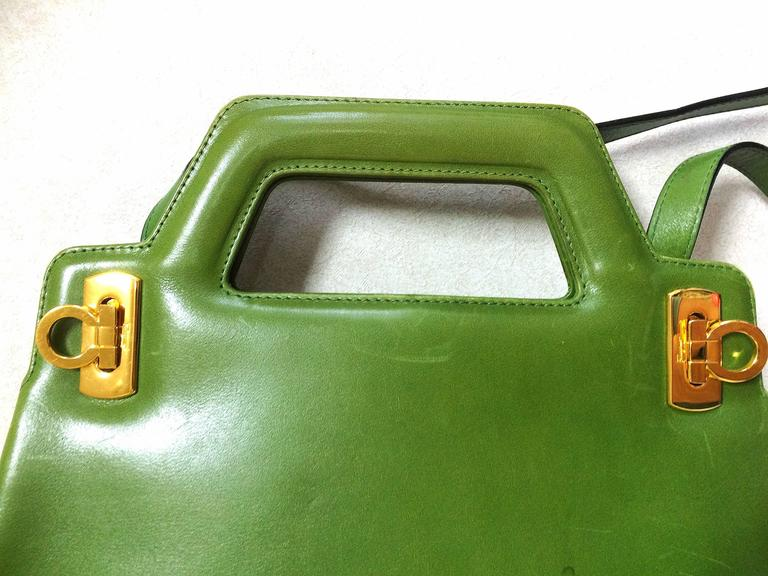 Vintage Salvatore Ferragamo green leather golden gancini trapezoid shape handbag 3