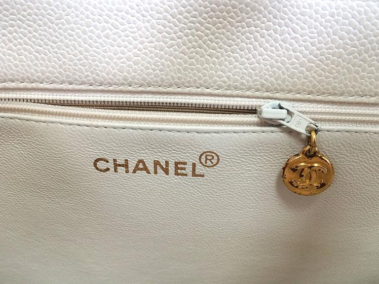 Vintage CHANEL ivory white caviar large tote bag, shopper bag with chains. For Sale 3