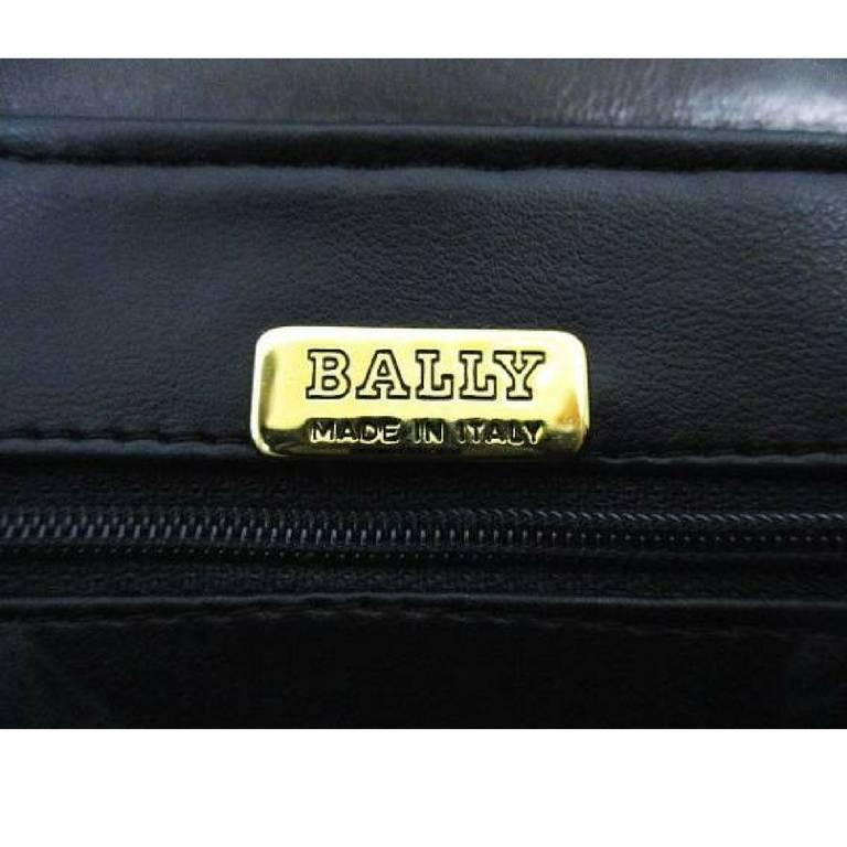 Vintage Bally black woven intrecciato design leather clutch purse, pouch. In Good Condition For Sale In Kashiwa, JP