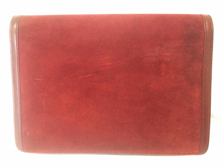 Vintage BALLY genuine wine suede leather clutch bag, mini purse with golden logo In Good Condition For Sale In Kashiwa, Chiba