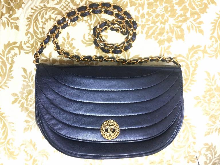Vintage Chanel black lambskin half moon 2.55 chain shoulder bag with golden CC. For Sale 3