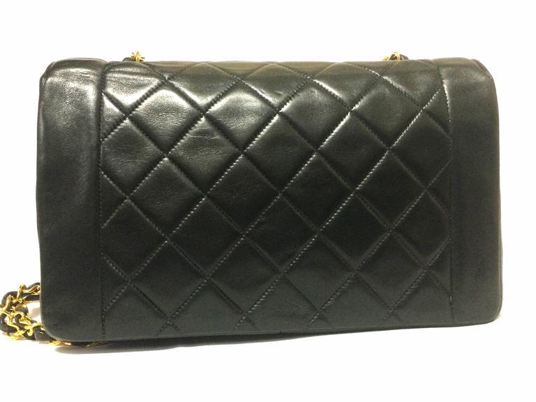 Black MINT. Vintage CHANEL black lambskin classic flap 2.55 gold chain shoulder bag. For Sale
