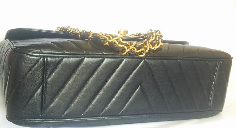 Vintage CHANEL classic jumbo, large 2.55 black shoulder bag with chevron stitch 5
