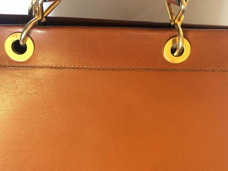 Vintage CELINE brown classic square tote bag, golden chain and leather straps In Good Condition For Sale In Kashiwa, JP