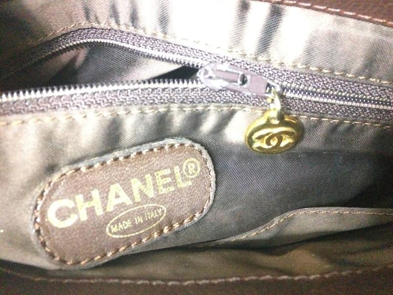 Vintage CHANEL dark brown caviar leather chain shoulder tote bag with golden CC. For Sale 3
