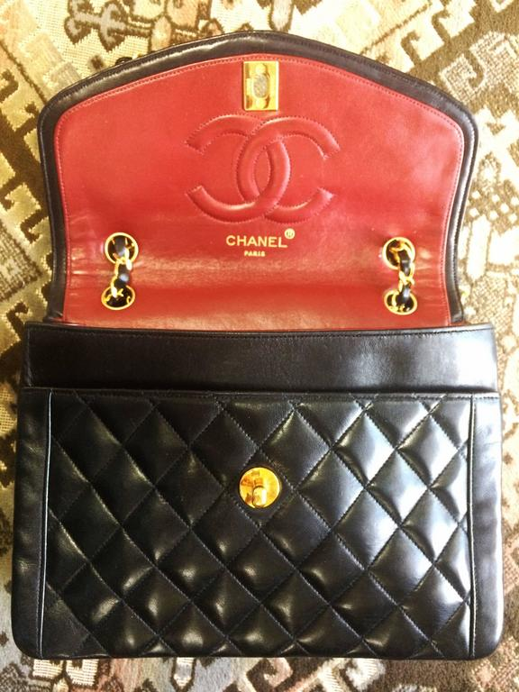 Vintage Chanel black lambskin chain shoulder 2.55 shoulder bag, pentagon flap For Sale 3
