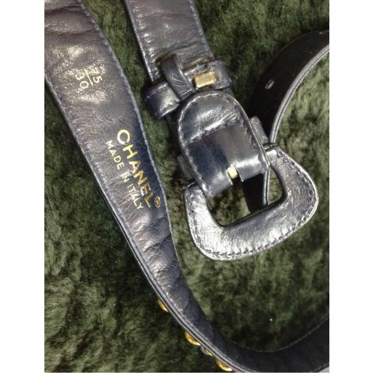 """Vintage CHANEL navy leather belt with gold tone chains. 69~75,27"""" through 29.5"""" In Good Condition For Sale In Kashiwa, Chiba"""