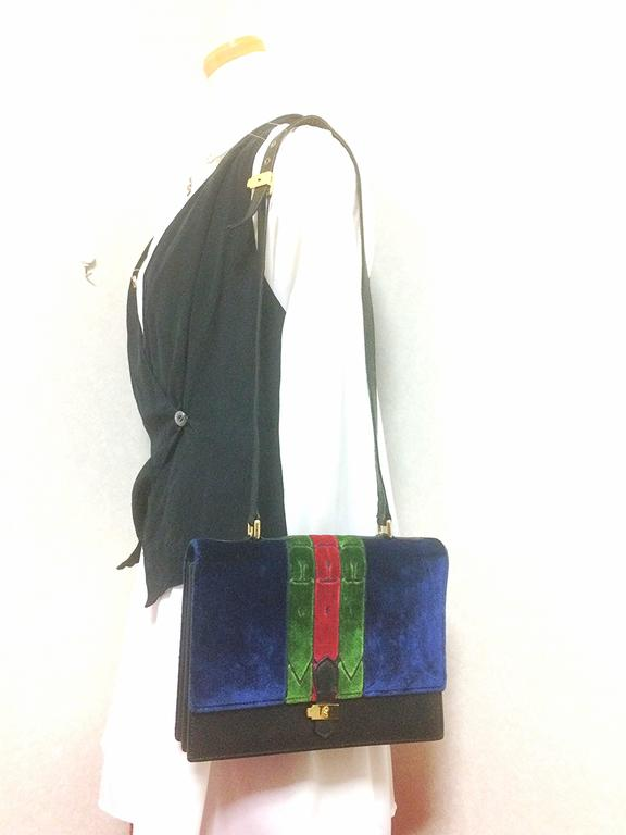 Vintage Roberta di Camerino red, navy, and green ribbon velvet shoulder bag. For Sale 5