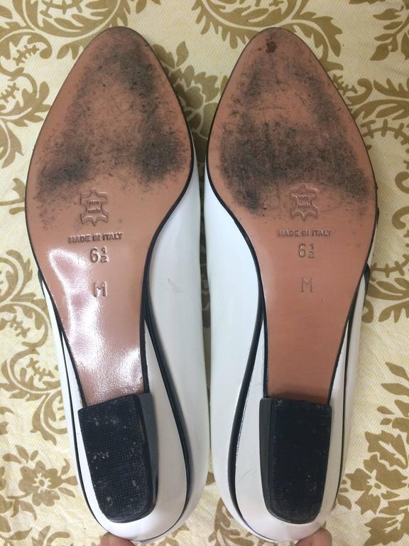Vintage BALLY white and black leather flat shoes, pumps with geometric design. For Sale 2