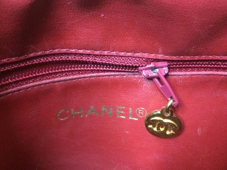 Vintage CHANEL red caviar v stitch, chevron style chain shoulder tote bag. For Sale 3
