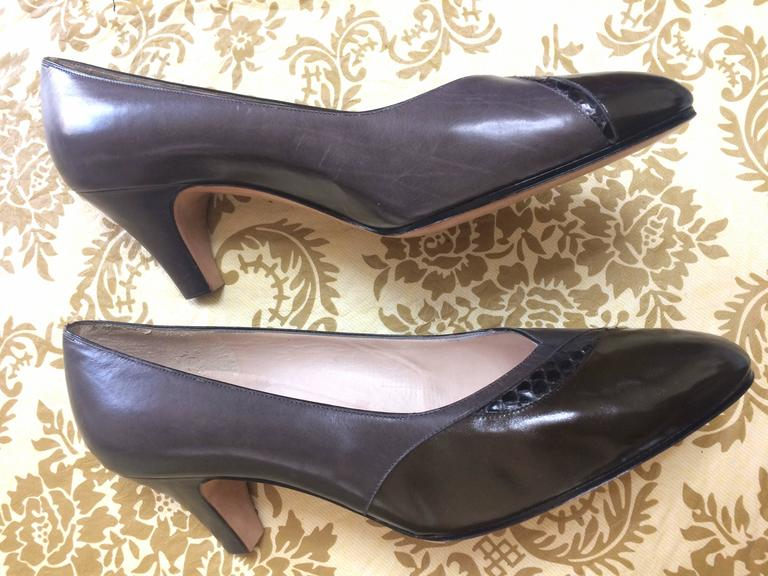 Vintage Salvatore Ferragamo grey and dark brown leather pumps with snakeskin. 8D 5