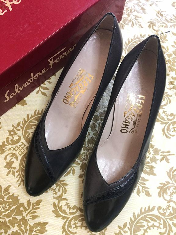 Vintage Salvatore Ferragamo grey and dark brown leather pumps with snakeskin. 8D 2
