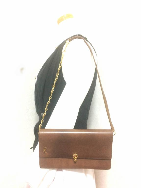 Vintage Roberta di Camerino brown leather chain shoulder bag with golden R logo  For Sale 5