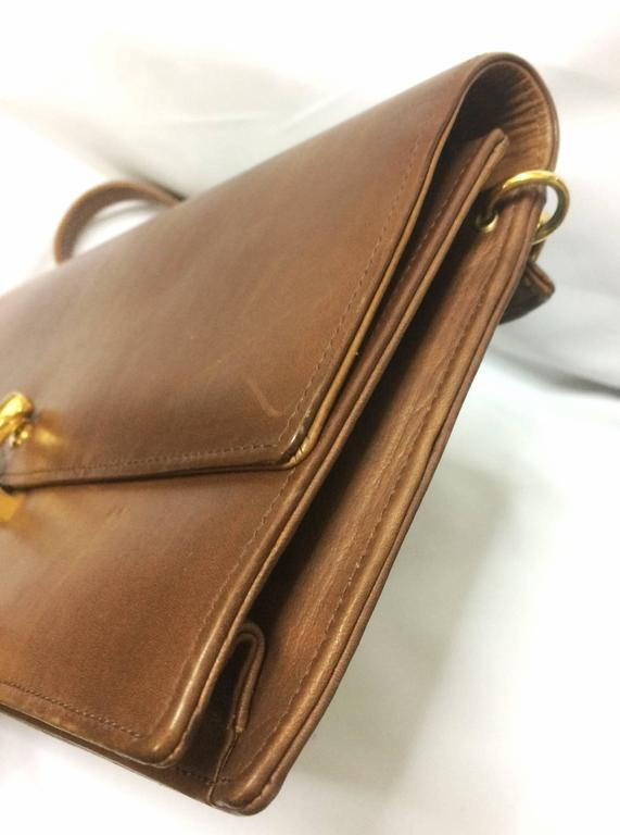 Vintage Roberta di Camerino brown leather chain shoulder bag with golden R logo  For Sale 1