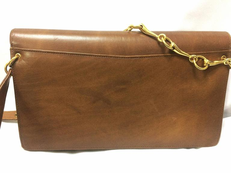 Brown Vintage Roberta di Camerino brown leather chain shoulder bag with golden R logo  For Sale