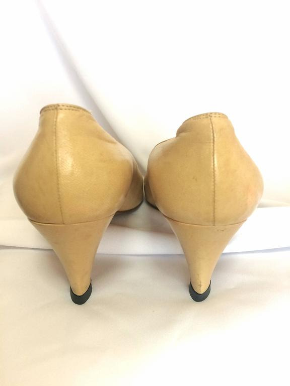 Vintage CHANEL beige and black leather shoes, classic pumps.  EU 36, US5.5.  8