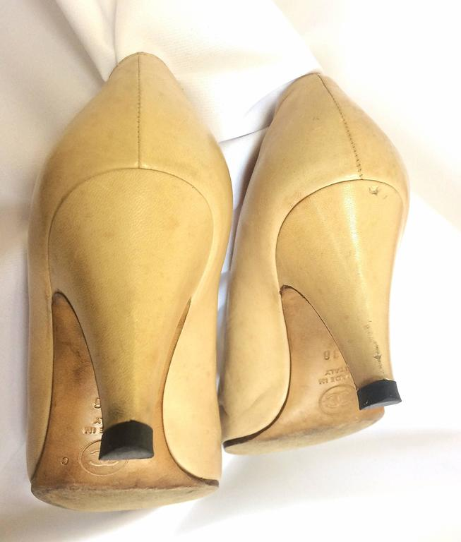 Vintage CHANEL beige and black leather shoes, classic pumps.  EU 36, US5.5.  6