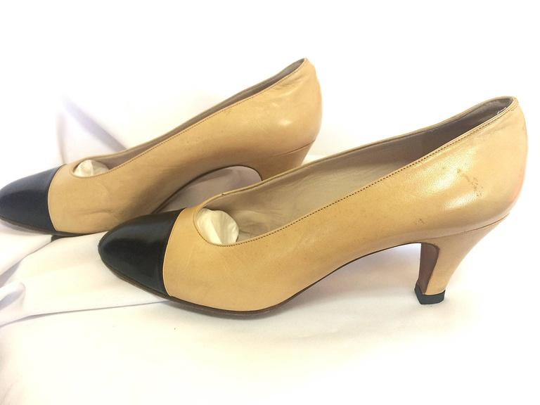 Vintage CHANEL beige and black leather shoes, classic pumps.  EU 36, US5.5.  4