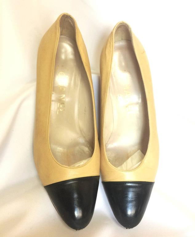 Vintage CHANEL beige and black leather shoes, classic pumps.  EU 36, US5.5.  2