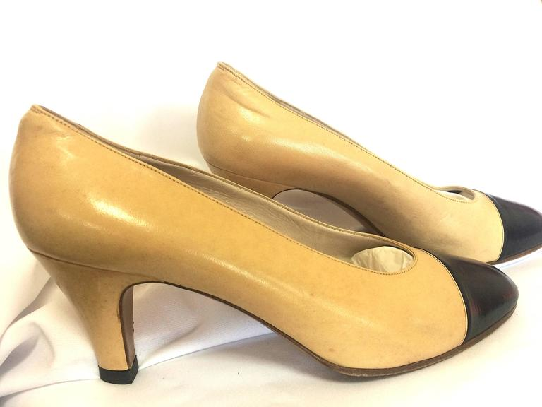 Vintage CHANEL beige and black leather shoes, classic pumps.  EU 36, US5.5.  5