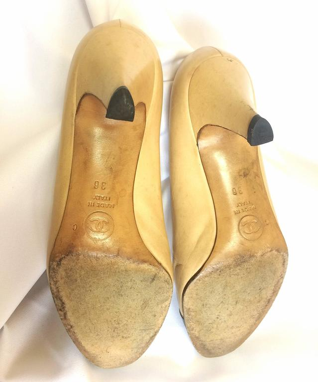 Vintage CHANEL beige and black leather shoes, classic pumps.  EU 36, US5.5.  9