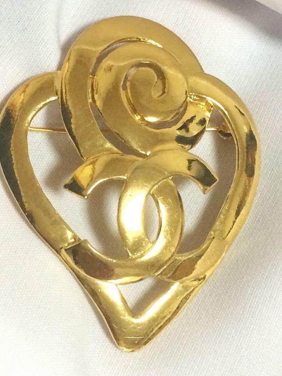 1990s. Vintage CHANEL gold tone heart and snail design brooch with CC mark at center. Rare jewelry piece for jackets, hat, shirts and more.