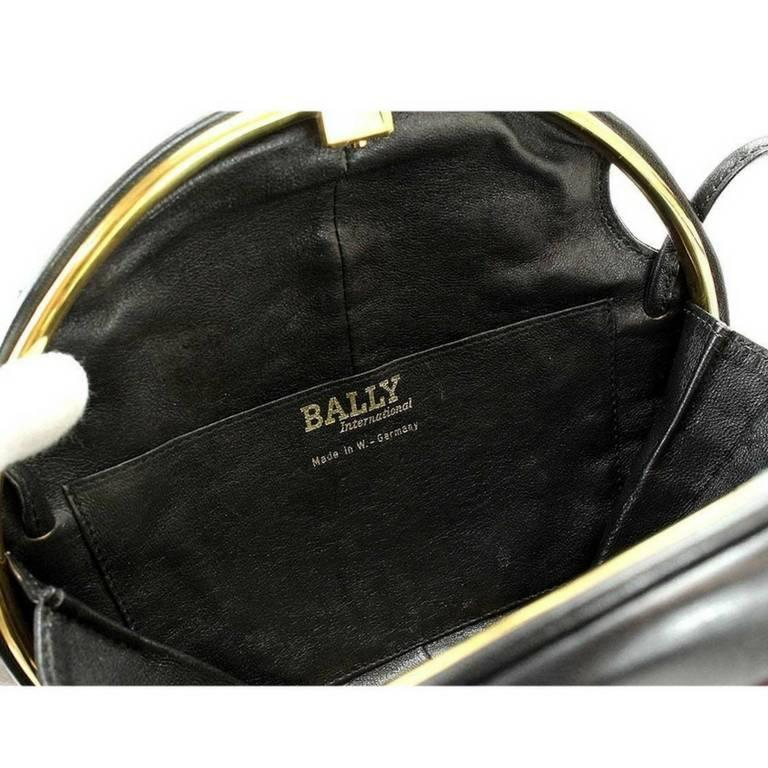 1980s. Vintage BALLY cute duck design black and pink ostrich leather mix bag. For Sale 2