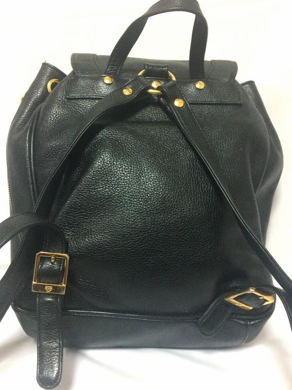80's vintage MCM genuine leather black backpack with golden logo motifs. Unisex In Good Condition For Sale In Kashiwa, Chiba