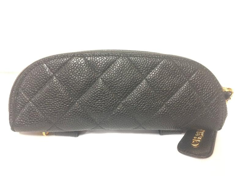 MINT. Vintage CHANEL black caviar leather purse pouch. Can be waist bag. In Excellent Condition For Sale In Kashiwa, JP