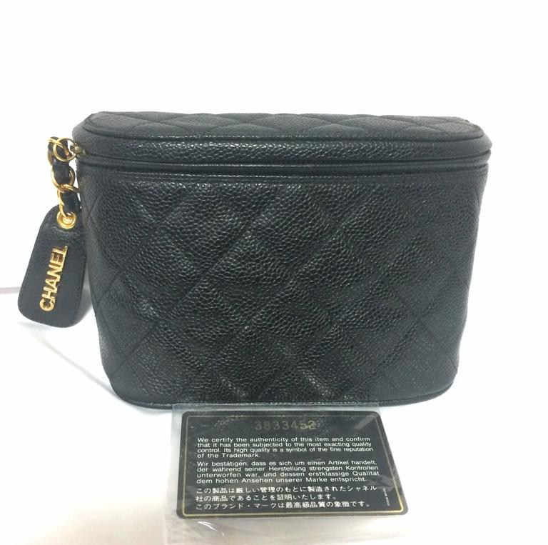 MINT. Vintage CHANEL black caviar leather purse pouch. Can be waist bag. For Sale 5