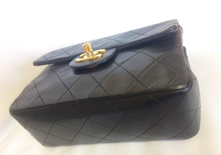 Women's Vintage CHANEL black lamb leather flap chain shoulder bag, classic 2.55 mini bag For Sale