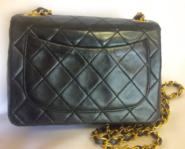Vintage CHANEL black lamb leather flap chain shoulder bag, classic 2.55 mini bag For Sale 1