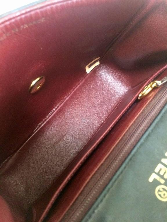 Vintage CHANEL black lamb leather flap chain shoulder bag, classic 2.55 mini bag For Sale 5