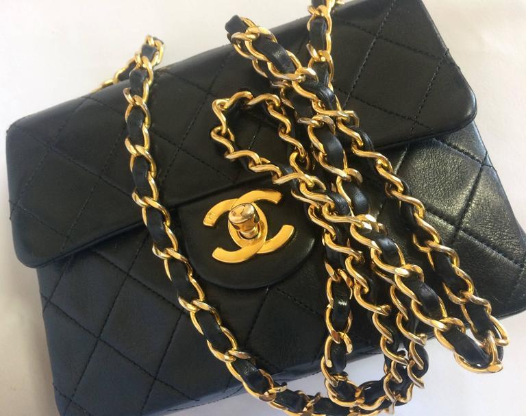 Black Vintage CHANEL black lamb leather flap chain shoulder bag, classic 2.55 mini bag For Sale