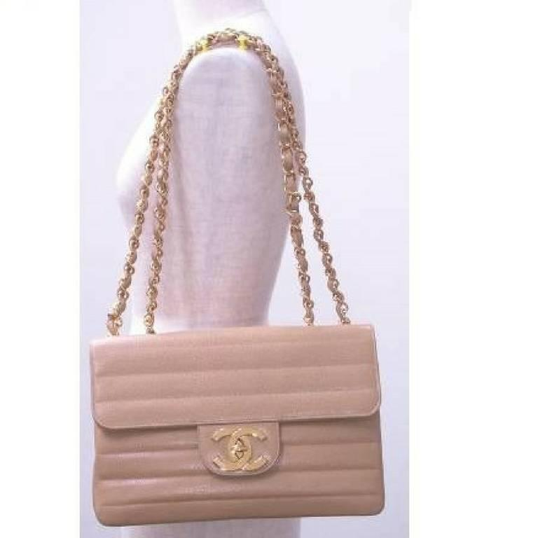 Vintage CHANEL beige 2.55 horizontal stitch large caviar leather shoulder bag. 2