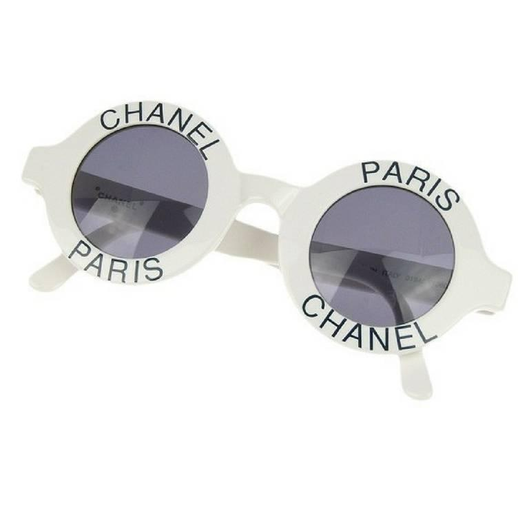 Vintage CHANEL white round frame mod sunglasses with black CHANEL PARIS print. For Sale
