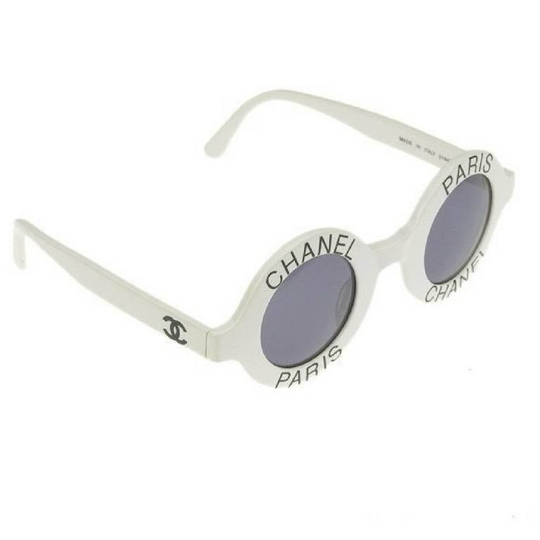 Gray Vintage CHANEL white round frame mod sunglasses with black CHANEL PARIS print. For Sale