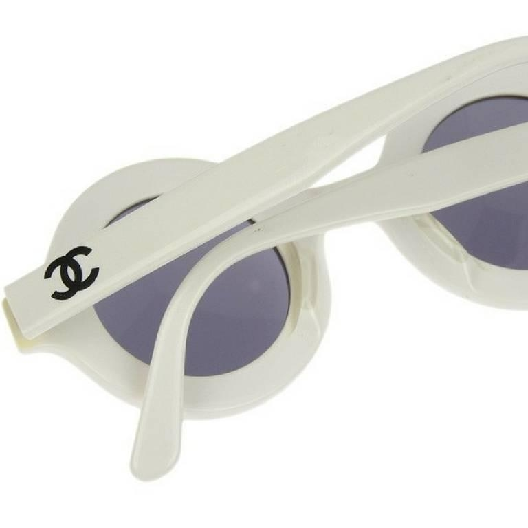 Women's or Men's Vintage CHANEL white round frame mod sunglasses with black CHANEL PARIS print. For Sale