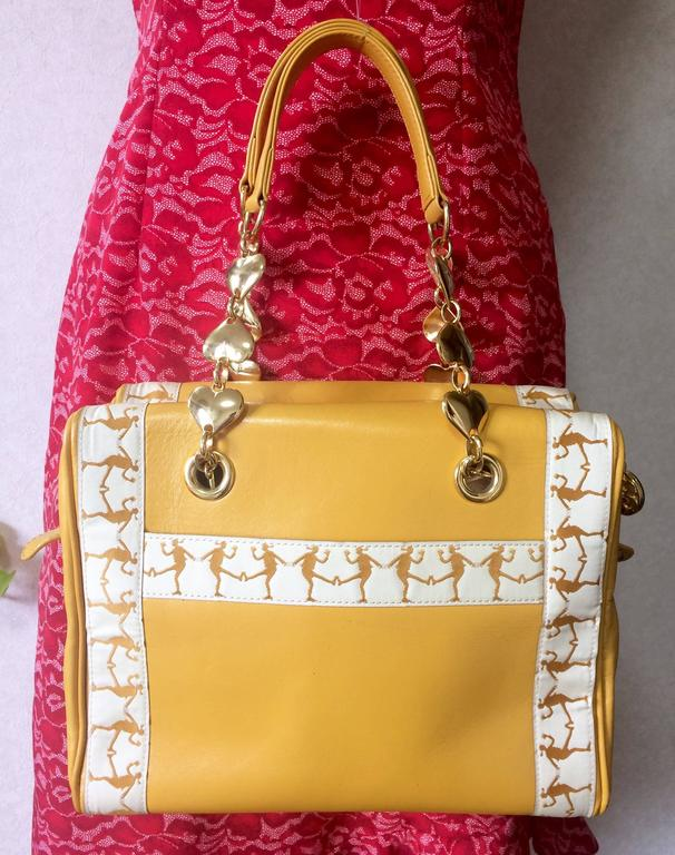 Vintage MOSCHINO yellow handbag with golden heart chains and dancing girl motif. In Excellent Condition For Sale In Kashiwa, Chiba